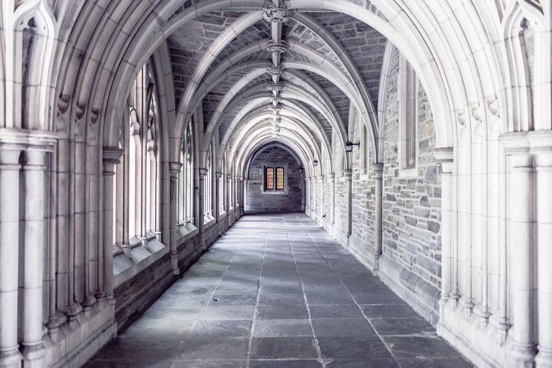 I monaci e la birra:un grande connubio  (dettaglio corridoio di un monastero)